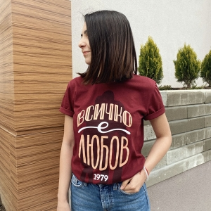 тениска с дизайн всичко е любов
